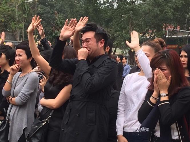 Ca sĩ Mỹ Dung, Minh Quân khóc như mưa ở đám tang Trần Lập - ảnh 4