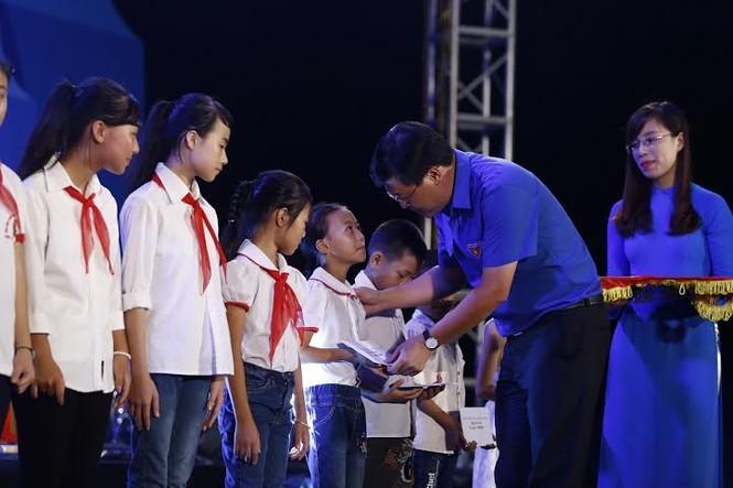 Trọng Hiếu, Đinh Hương 'cháy' cùng chương trình biển đảo - ảnh 2