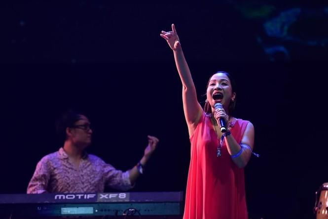 Mỹ Linh 'chê' Huy Tuấn hát dở - ảnh 1
