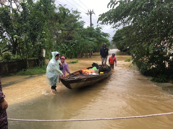 Đà Nẵng: Ngập hơn 4000 hộ, nước nơi xuống nơi lên - ảnh 1