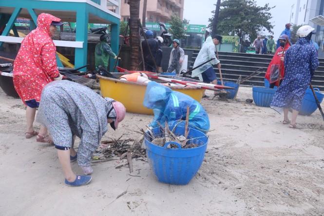 Đà Nẵng: Họp khẩn chỉ đạo khắc phục hậu quả mưa bão để đón APEC - ảnh 1