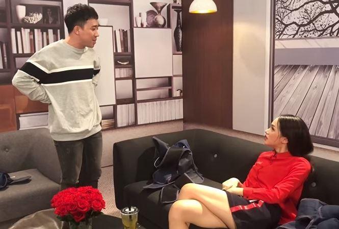 Showbiz 10/5: Clip Trấn Thành đòi tiền Hương Giang Idol gây 'sốt' - ảnh 1