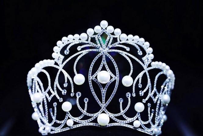 Hoa hậu H'hen Niê làm gẫy vương miện, đại diện nói gì? - ảnh 2