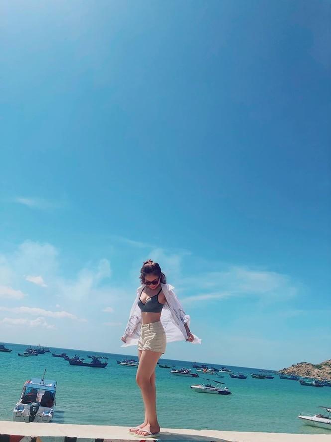 Giữa ồn ào hổng kiến thức, bạn gái Quang Hải tung ảnh diện nội y 'nhức mắt' - ảnh 9