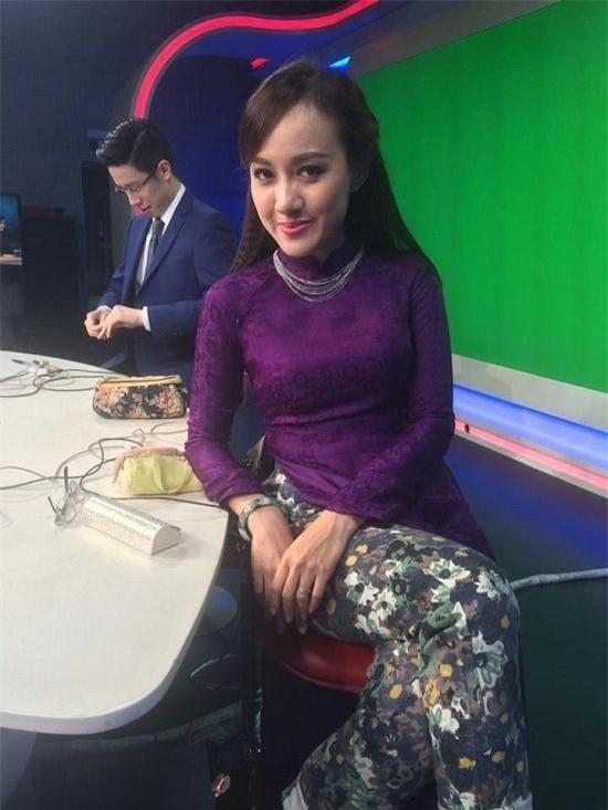BTV VTV24 hé lộ loạt hậu trường trên sóng truyền hình khiến người xem 'ngã ngửa' - ảnh 3