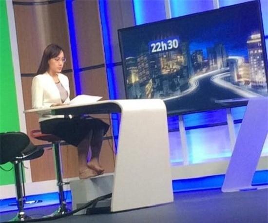 BTV VTV24 hé lộ loạt hậu trường trên sóng truyền hình khiến người xem 'ngã ngửa' - ảnh 6