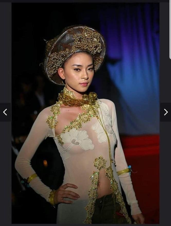 Sau Ngô Thanh Vân, lộ ảnh Ngọc Trinh mặc áo dài không quần và ngồi phản cảm - ảnh 1