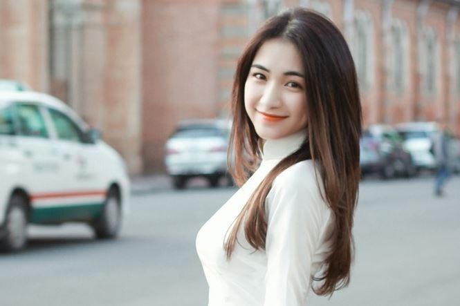 Showbiz 7/11: Phan Văn Đức và bạn gái hotgirl làm đám hỏi vào tháng sau - ảnh 1