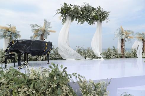 Cận cảnh không gian tiệc cưới 10 tỷ đồng trên bãi biển của Đông Nhi- Ông Cao Thắng - ảnh 7