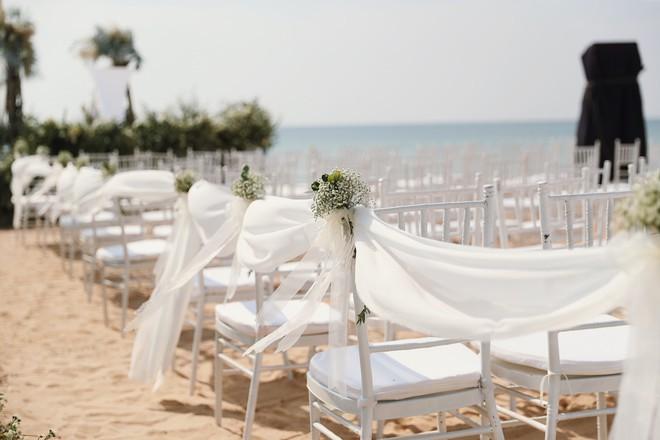 Cận cảnh không gian tiệc cưới 10 tỷ đồng trên bãi biển của Đông Nhi- Ông Cao Thắng - ảnh 1