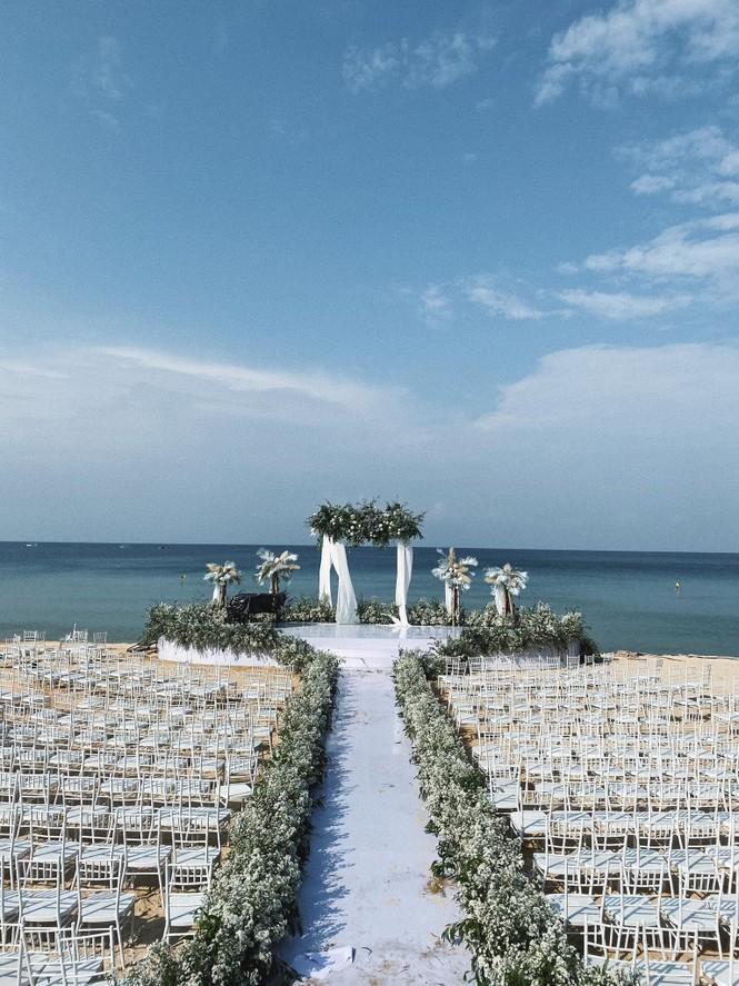 Cận cảnh không gian tiệc cưới 10 tỷ đồng trên bãi biển của Đông Nhi- Ông Cao Thắng - ảnh 3