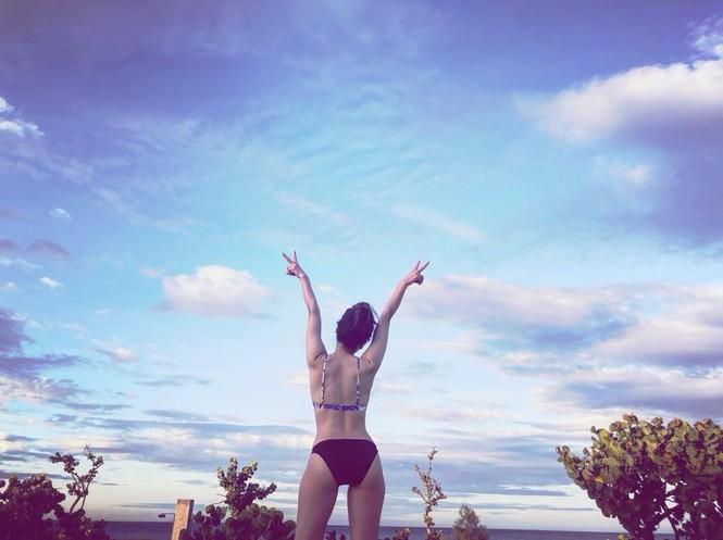 Loạt ảnh bikini nóng 'bỏng mắt' của ca sĩ Phương Linh - ảnh 12