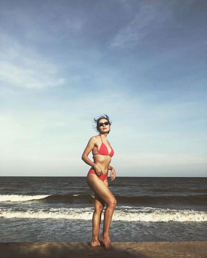 Loạt ảnh bikini nóng 'bỏng mắt' của ca sĩ Phương Linh - ảnh 8