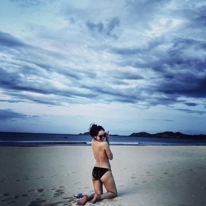 Loạt ảnh bikini nóng 'bỏng mắt' của ca sĩ Phương Linh - ảnh 11