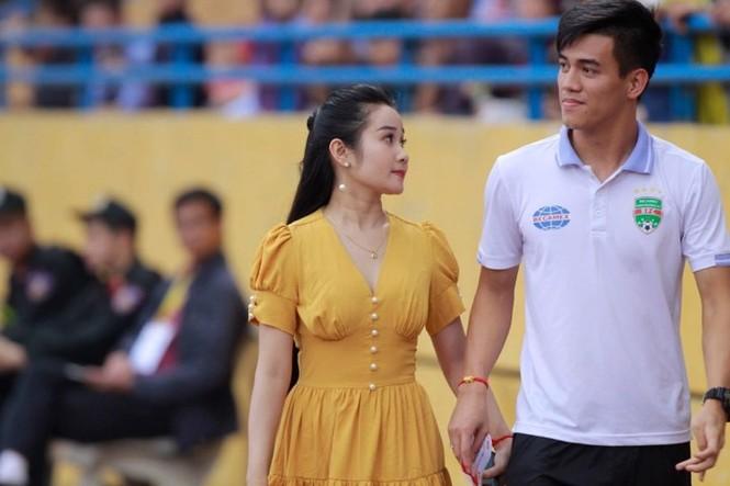 Điểm danh bạn gái các tuyển thủ Việt Nam làm giáo viên - ảnh 1