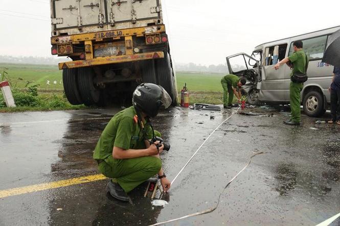 Danh tính 13 nạn nhân vụ tai nạn nghiêm trọng giữa xe container và xe 16 chỗ - ảnh 3