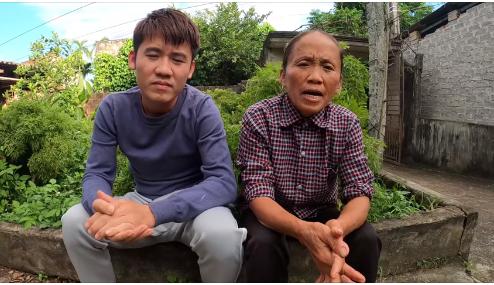 Bà Tân Vlog và con trai ủng hộ miền Trung 50 triệu đồng qua tài khoản của Thủy Tiên  - ảnh 1
