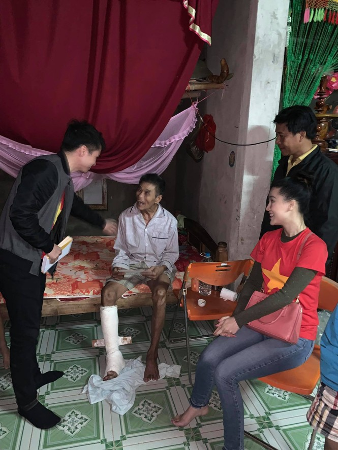Hoa hậu Đỗ Mỹ Linh nghẹn ngào chia sẻ khi tận mắt chứng kiến những cảnh đau xót vùng lũ - ảnh 2