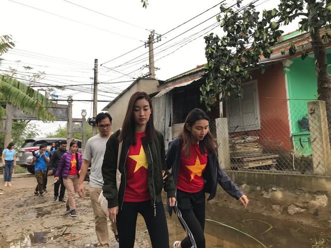 Hoa hậu Đỗ Mỹ Linh nghẹn ngào chia sẻ khi tận mắt chứng kiến những cảnh đau xót vùng lũ - ảnh 10