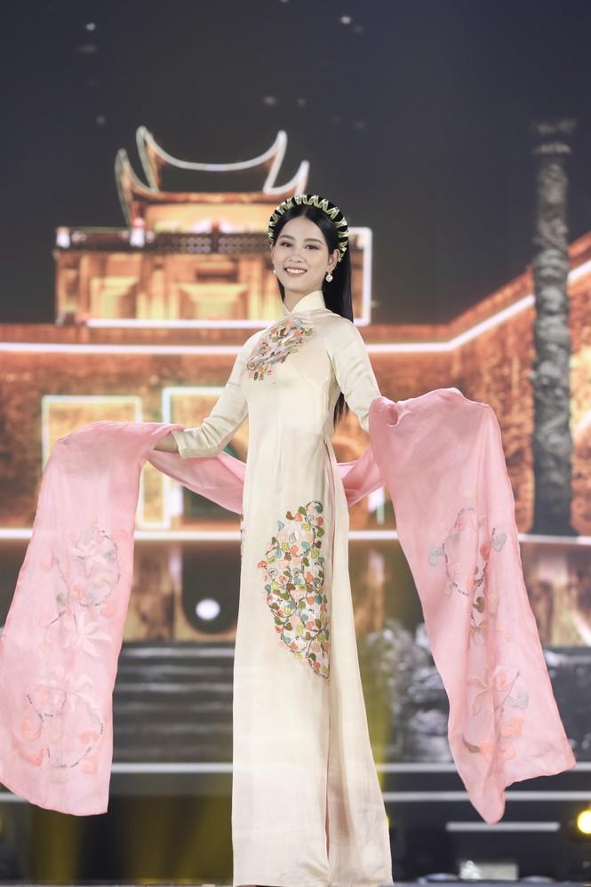Top 35 khoe đường cong thể hình với áo dài tại Chung kết Hoa hậu Việt Nam 2020 - ảnh 2