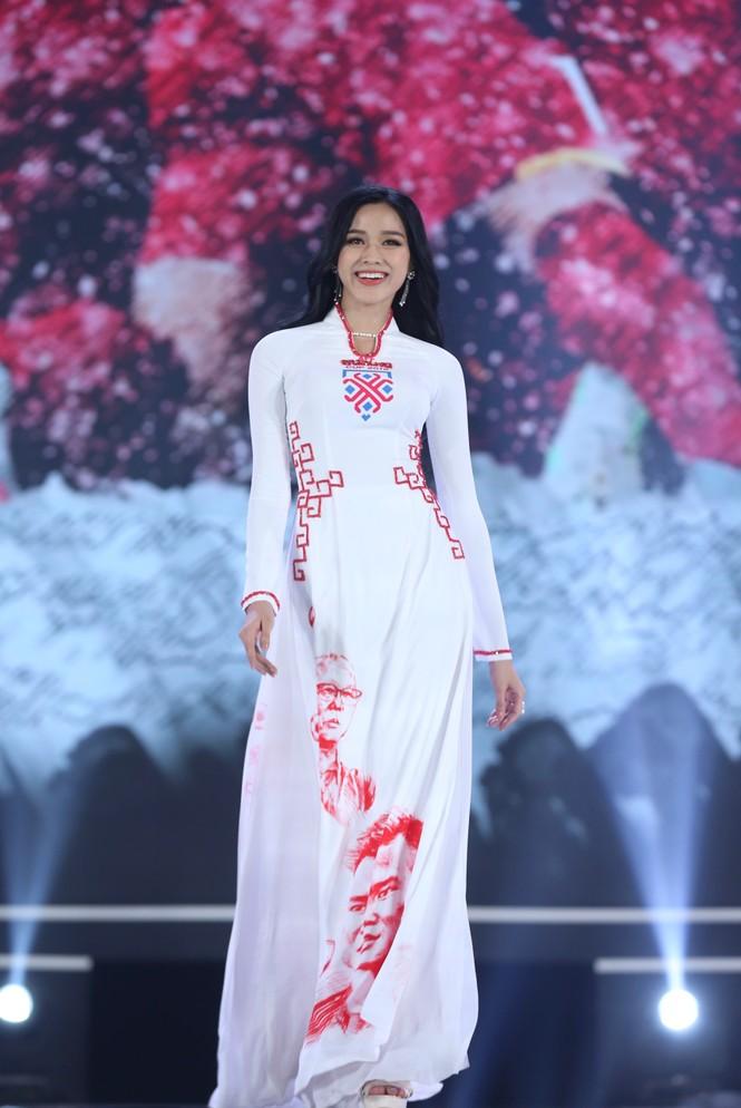 Top 35 khoe đường cong thể hình với áo dài tại Chung kết Hoa hậu Việt Nam 2020 - ảnh 18
