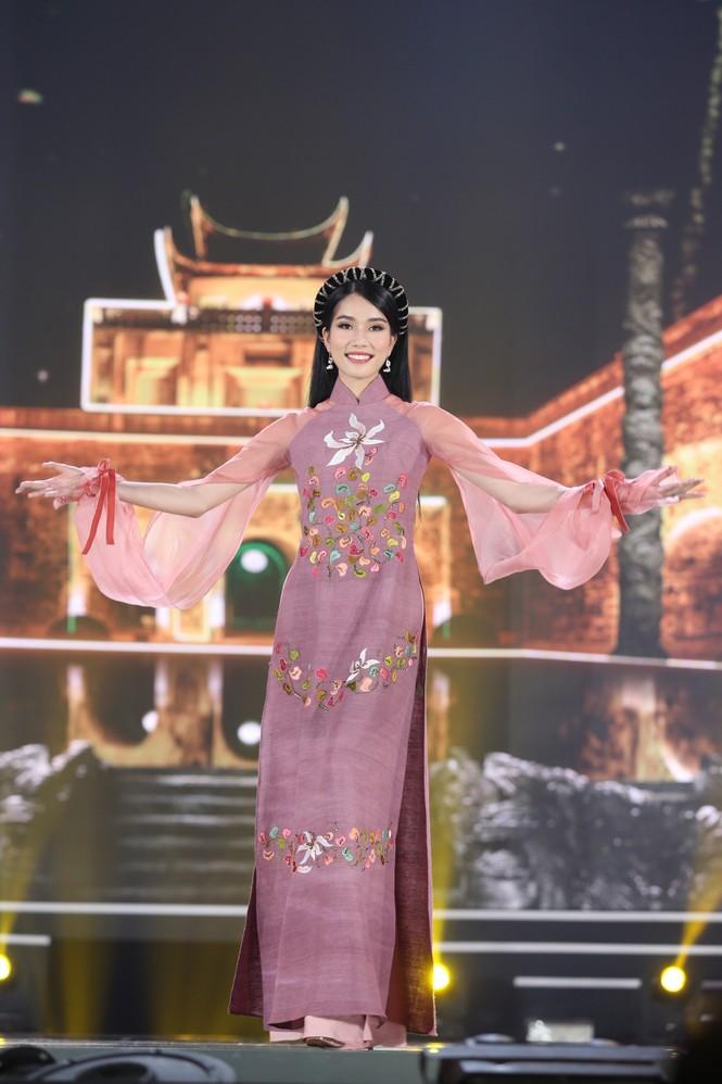 Top 35 khoe đường cong thể hình với áo dài tại Chung kết Hoa hậu Việt Nam 2020 - ảnh 5