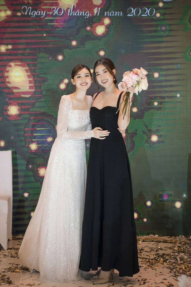 Hoa hậu Đỗ Mỹ Linh, Tiểu Vy hào hứng hát mừng đám cưới Á hậu Tường San - ảnh 5