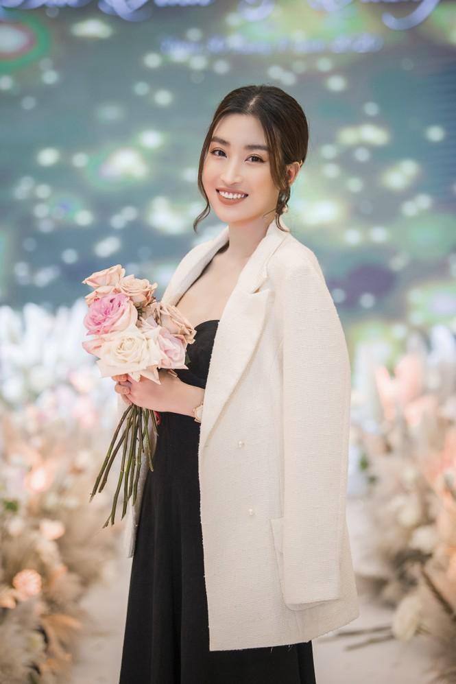 Hoa hậu Đỗ Mỹ Linh, Tiểu Vy hào hứng hát mừng đám cưới Á hậu Tường San - ảnh 6