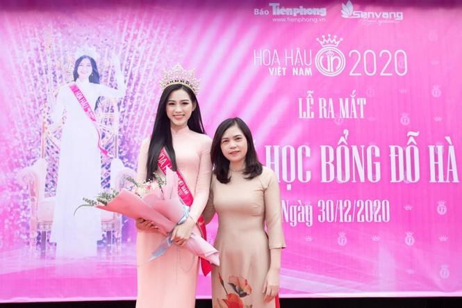 Hoa hậu Đỗ Thị Hà xúc động khi trở lại trường cấp 3 ở Hậu Lộc - ảnh 4