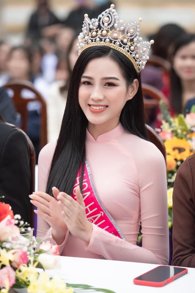 Hoa hậu Đỗ Thị Hà xúc động khi trở lại trường cấp 3 ở Hậu Lộc - ảnh 1