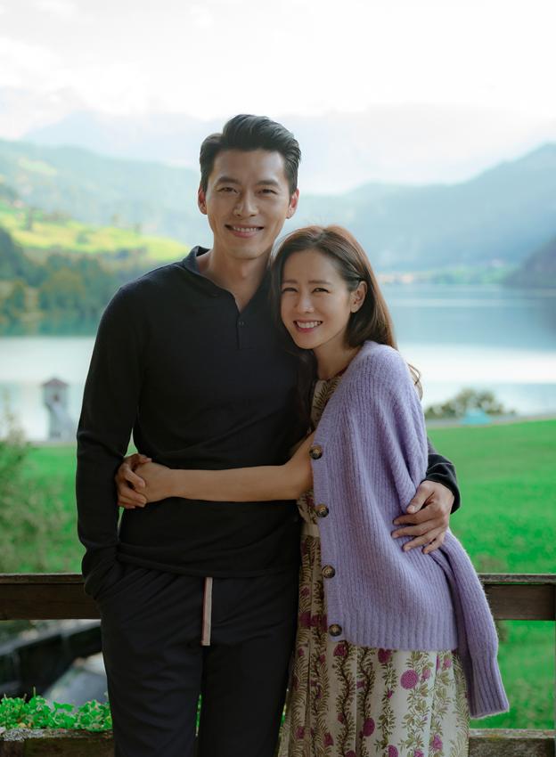 Showbiz 1/1: Diva Hồng Nhung đăng ảnh bạn trai ngoại quốc bên hai con - ảnh 4