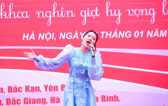 Nghệ sĩ Xuân Bắc cùng dàn sao 'đốt cháy' sân khấu Chủ nhật Đỏ - ảnh 11