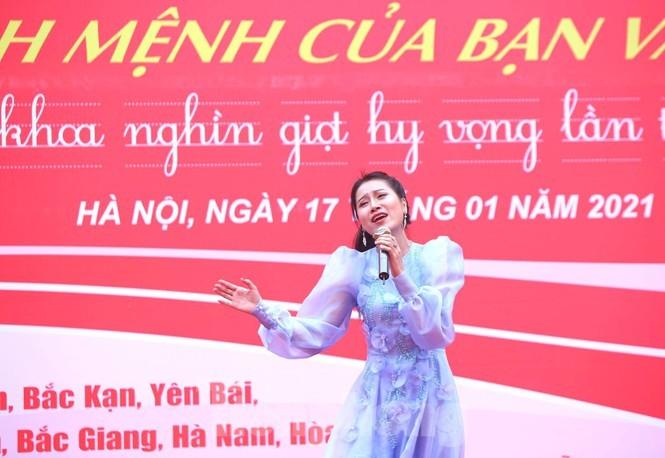 Nghệ sĩ Xuân Bắc cùng dàn sao 'đốt cháy' sân khấu Chủ nhật Đỏ - ảnh 10