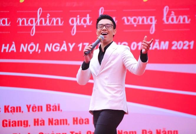 Nghệ sĩ Xuân Bắc cùng dàn sao 'đốt cháy' sân khấu Chủ nhật Đỏ - ảnh 7