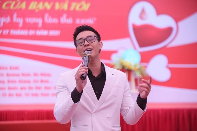Nghệ sĩ Xuân Bắc cùng dàn sao 'đốt cháy' sân khấu Chủ nhật Đỏ - ảnh 9