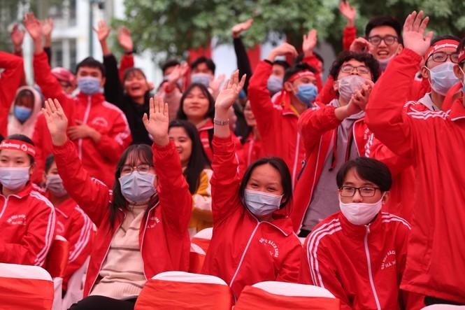 Nghệ sĩ Xuân Bắc cùng dàn sao 'đốt cháy' sân khấu Chủ nhật Đỏ - ảnh 15
