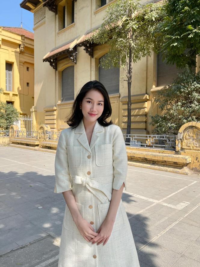 Đi ăn vỉa hè, Hoa hậu Đỗ Thị Hà và Á hậu Phương Anh giản dị vẫn xinh đẹp rạng rỡ - ảnh 8