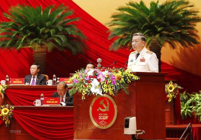 Hình ảnh đại biểu trình bày tham luận tại Đại hội XIII của Đảng - ảnh 1