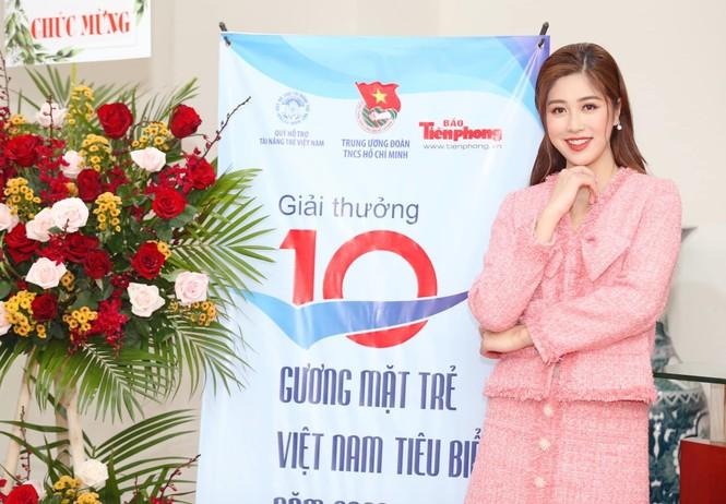 Hoa hậu Đỗ Thị Hà chia sẻ ấn tượng về 'Quả bóng Vàng' Nguyễn Văn Quyết - ảnh 2