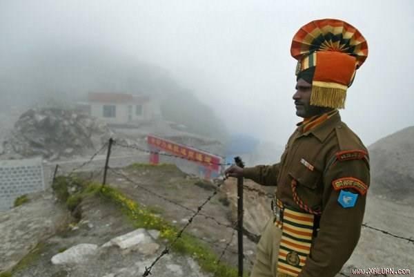 Lính biên phòng Ấn Độ trên đường biên giới với Trung Quốc.