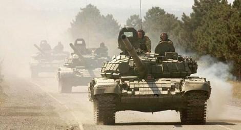 Đoàn xe tăng của lực lượng NATO đang tiến hành nhiệm vụ