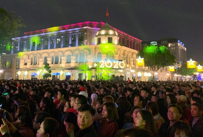 Pháo hoa rực sáng đón năm mới 2020 - ảnh 47