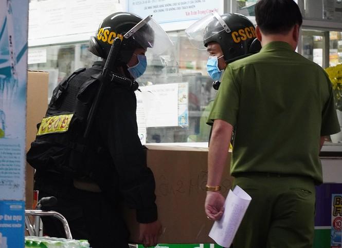 Hàng trăm cảnh sát khám xét nhà thuốc tây lớn nhất ở Đồng Nai - ảnh 1