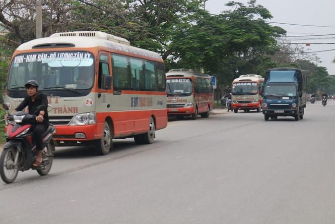 Bát nháo xe buýt tại TP Vinh, Nghệ An - ảnh 2