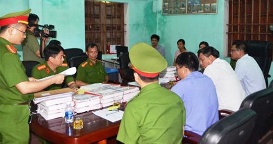 Khởi tố bị can đối với 2 trưởng phòng của UBND huyện ở Nghệ An - ảnh 1