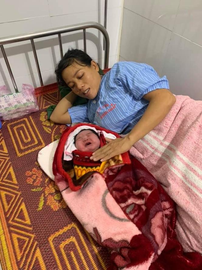 Kỳ tích sản phụ sinh thường bé gái nặng 5,5kg tại huyện miền núi Nghệ An - ảnh 1