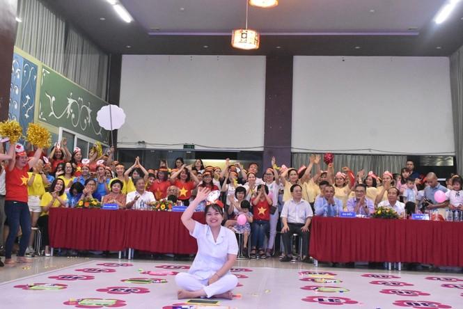 Những nữ y, bác sỹ rạng rỡ trong cuộc thi Rung chuông vàng tại Nghệ An - ảnh 3