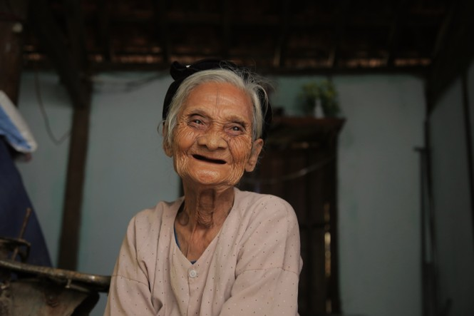 15 năm hộ nghèo, cặp vợ chồng 90 tuổi bất ngờ viết đơn xin thoát nghèo - ảnh 2