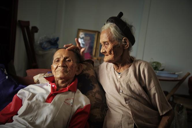 15 năm hộ nghèo, cặp vợ chồng 90 tuổi bất ngờ viết đơn xin thoát nghèo - ảnh 3