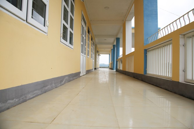 Trường học tiền tỷ xây xong bỏ hoang giữa cánh đồng - ảnh 3